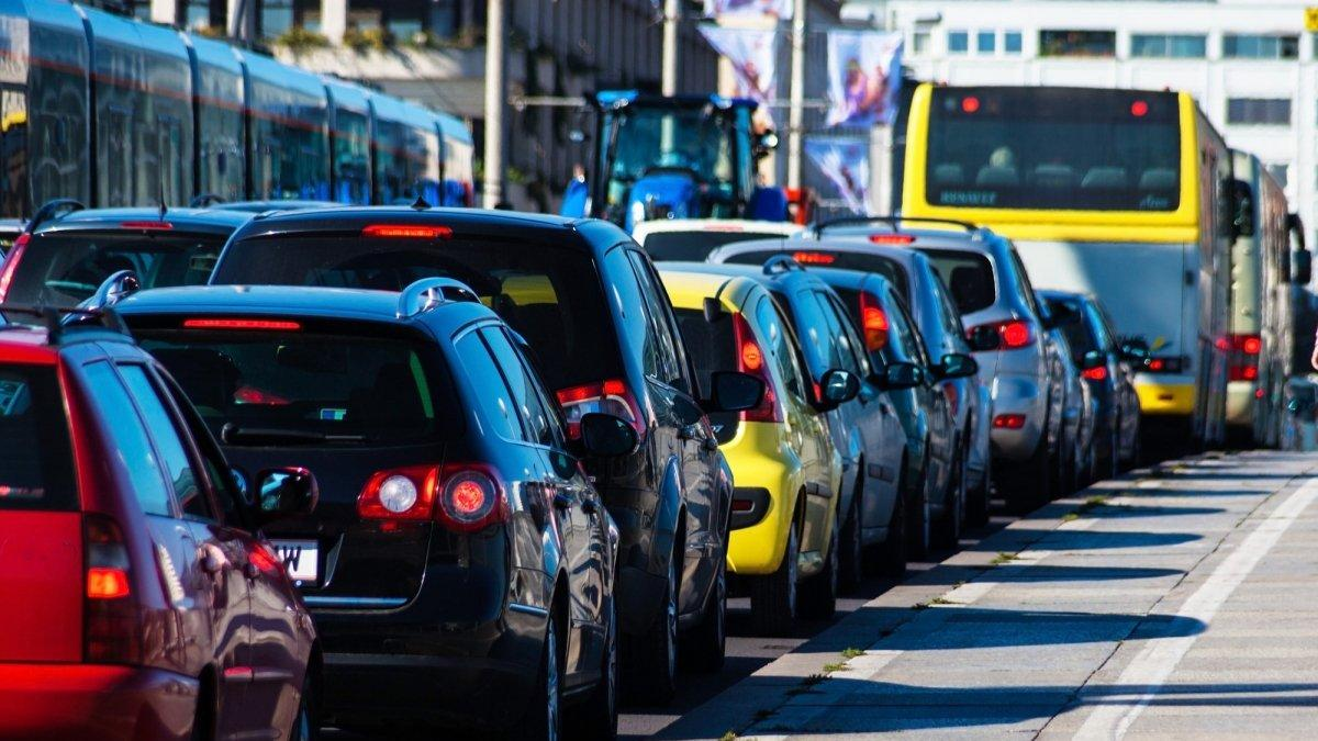 Киев может захлебнуться в транспортном коллапсе и выхлопах: как решить проблемы с перегрузом дорог в столице