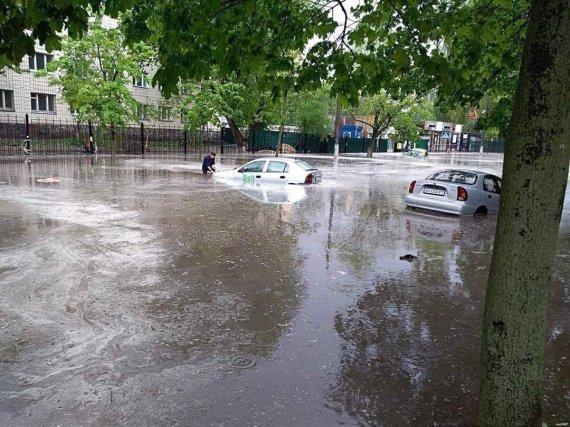 Сильный ливень затопил Киев (фото, видео)