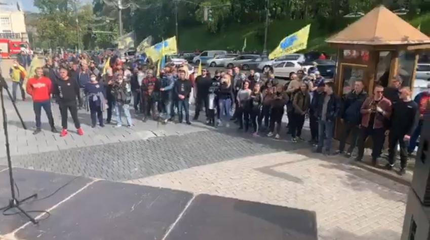 """Под Кабмином протестуют владельцы авто на """"евробляхах"""""""