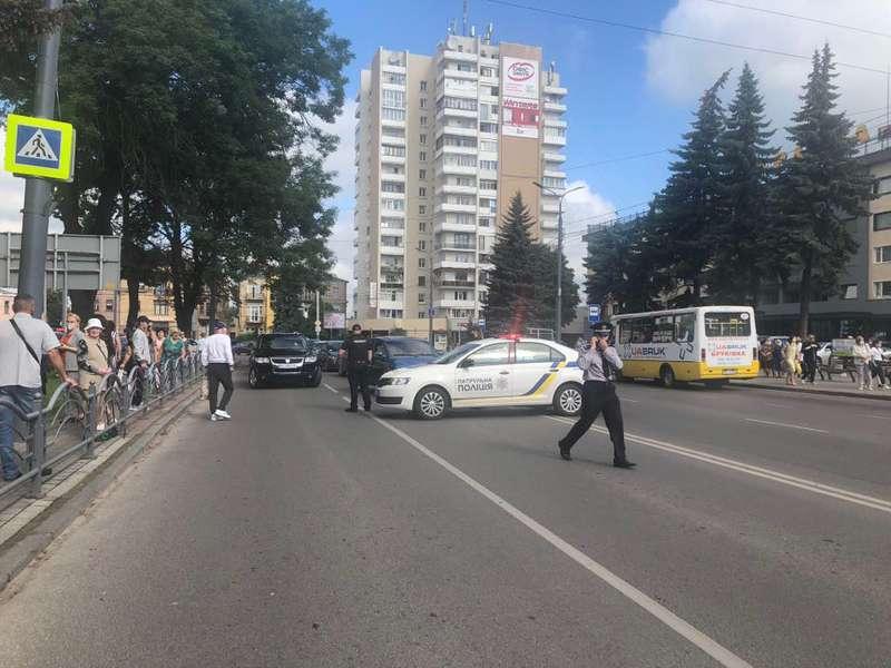 В Луцке захвачен автобус с заложниками