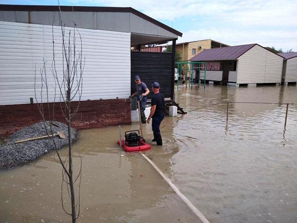 На курорте в Кирилловке затопило свыше 10 баз