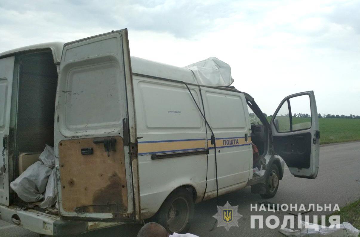 Украли 2,5 млн грн: на Полтавщине взорвали авто Укрпочты