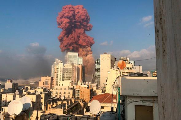 Мощный взрыв в Бейруте: фото и видео происшествия