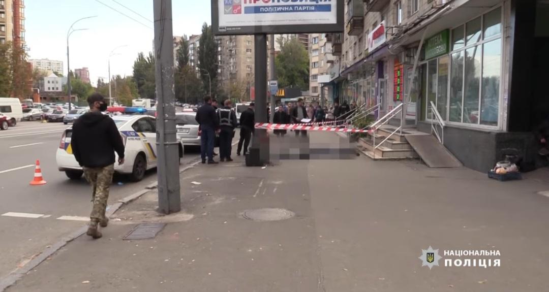 В Киеве женщина с ребенком выпали из окна, в полиции начали расследование (ВИДЕО)