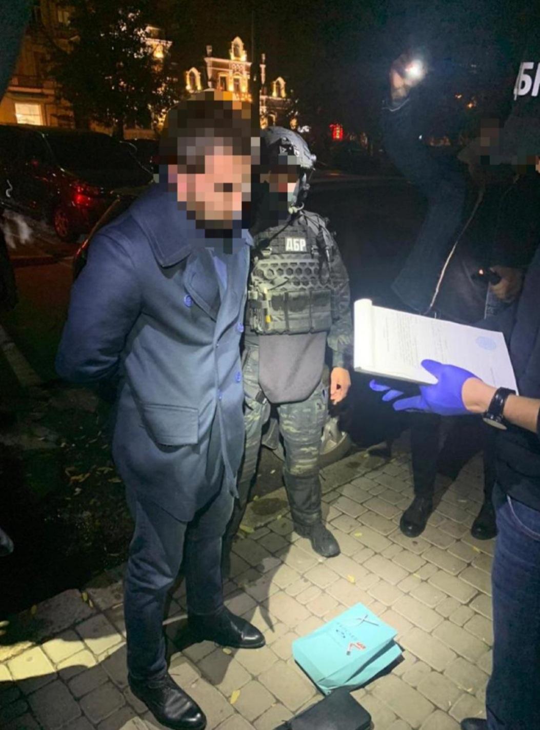 ГБР задержало одного из руководителей ГФС Украины на взятке в $200 тысяч