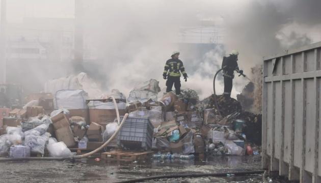 Под Киевом пожар на предприятии по переработке химикатов, есть пострадавшие