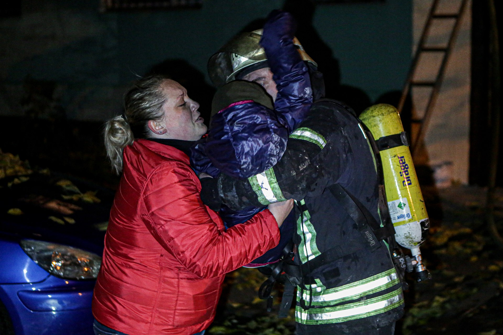 В Киеве ночью горела многоэтажка, пожарные спасли троих детей