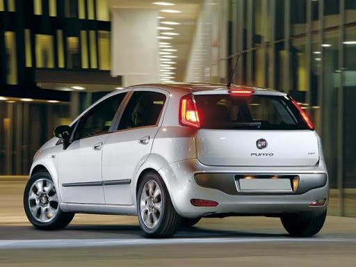 В октябре украинцы купили на 11% больше автомобилей, лидерами покупок стали Renault и Fiat