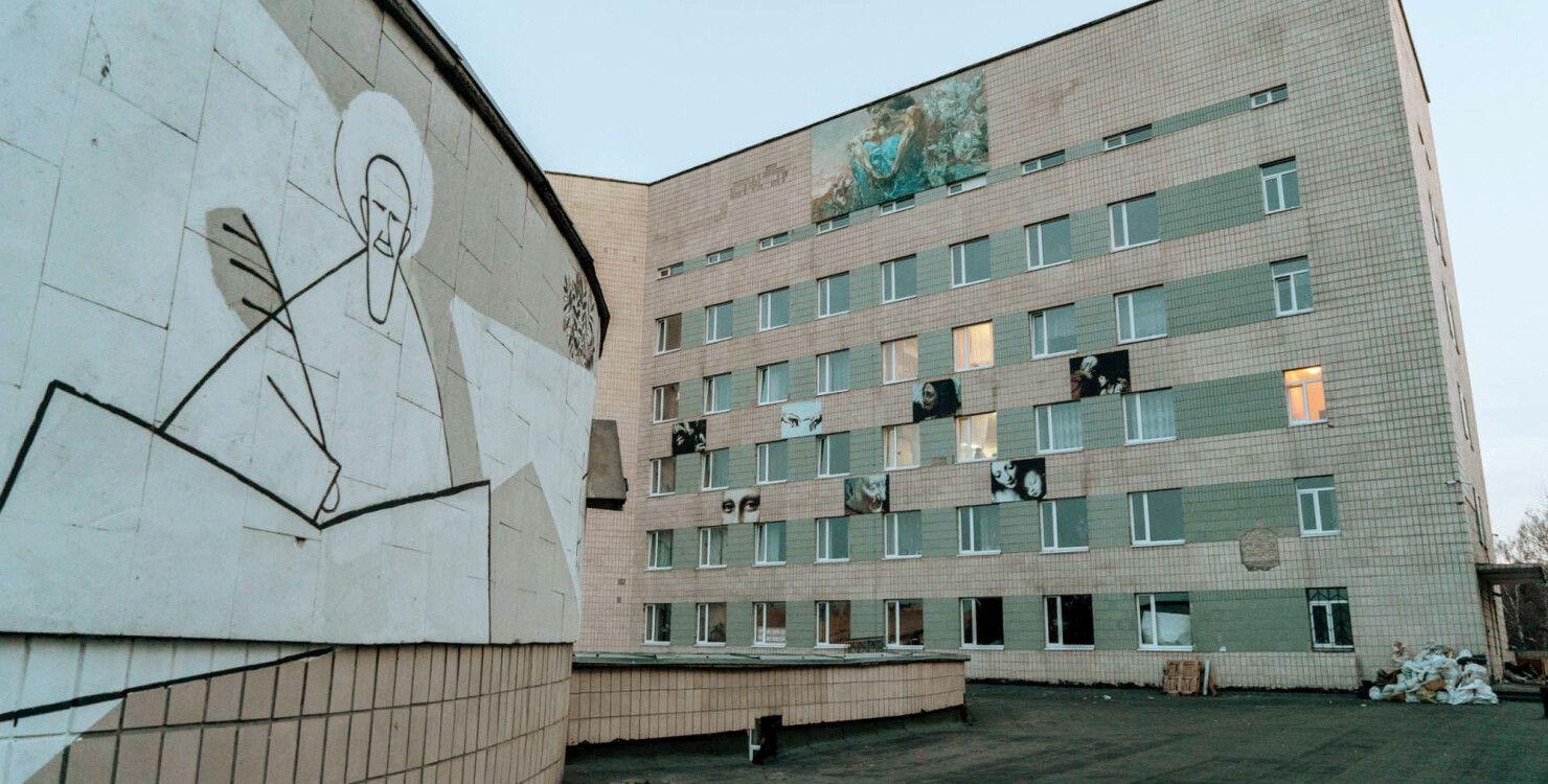 """Ни реабилитации, ни лекарств, больных распустить. На что похожа медреформа в киевской """"Павловке"""""""