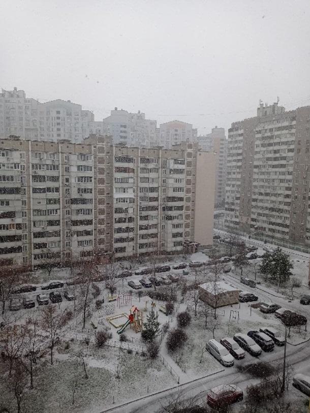 Столицу Украины сегодня засыпает