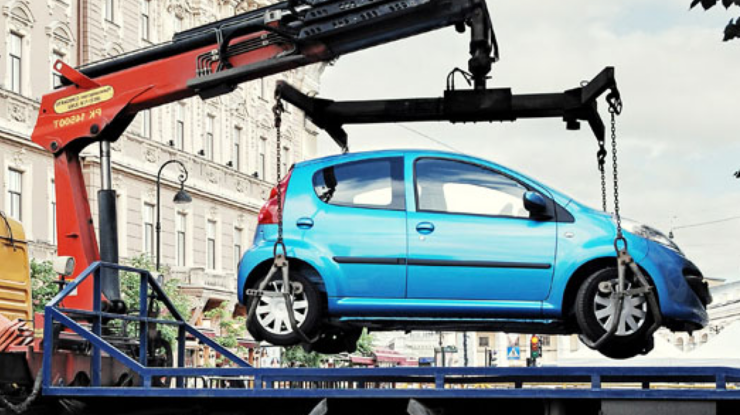 Эвакуация машин с киевских улиц – рэкет 21 века