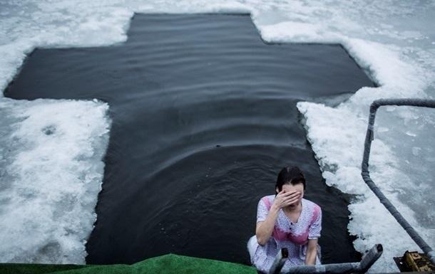 За Крещенскими купаниями украинцев будут следить 2 000 спасателей