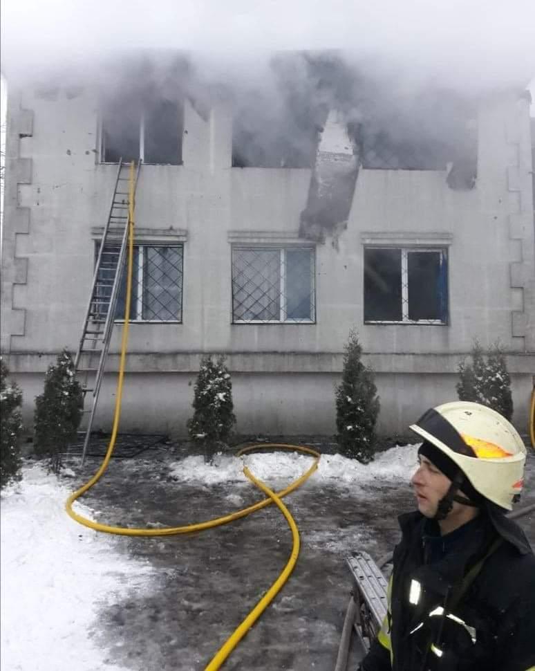В Харькове горит дом престарелых. Погибли не менее 15 человек