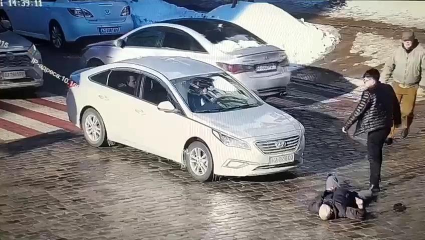 В Киеве задержан водитель, который двумя ударами убил пешехода (ВИДЕО)