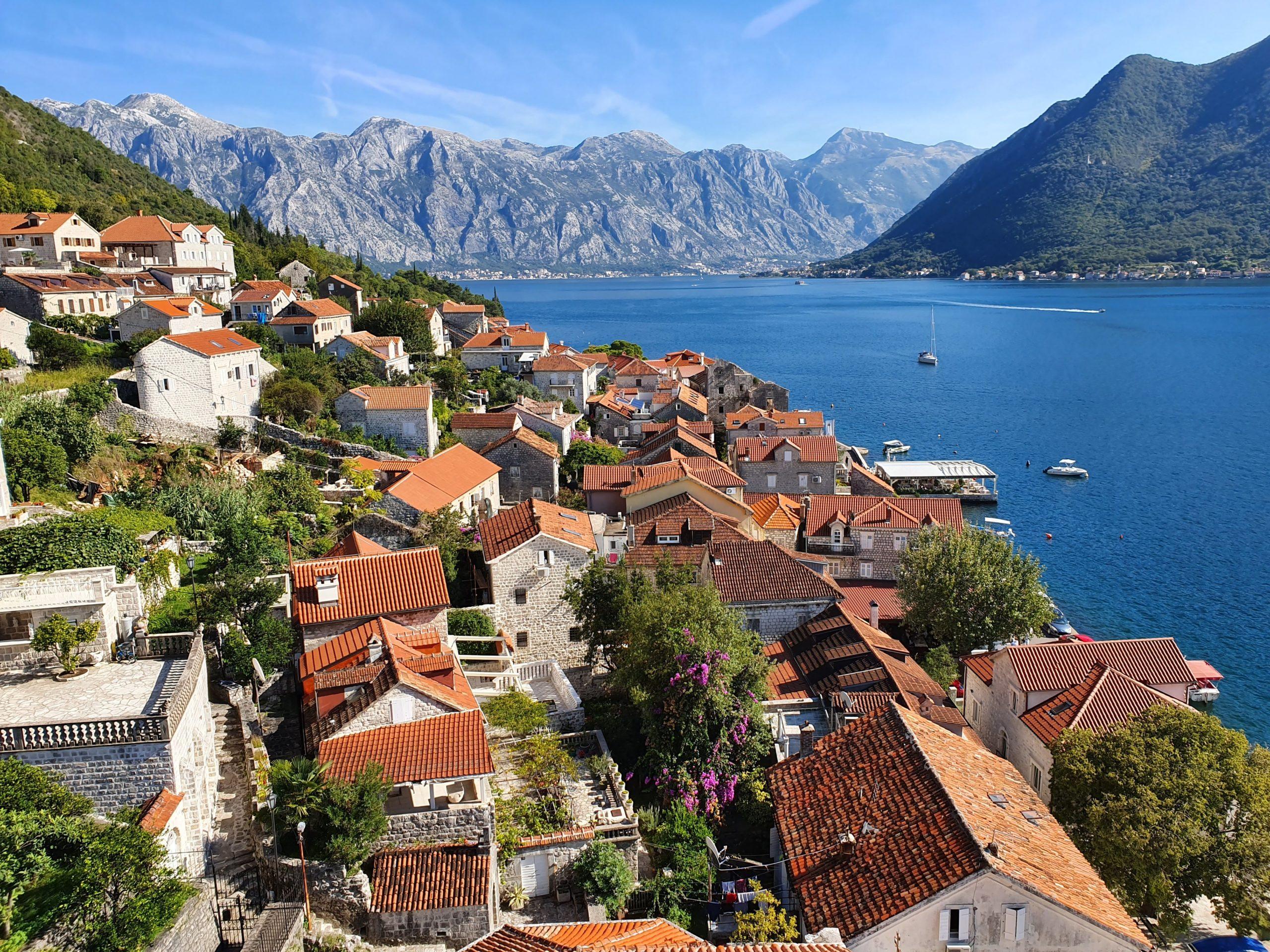 Украинские туристы смогут свободно лететь в Черногорию без ПЦР