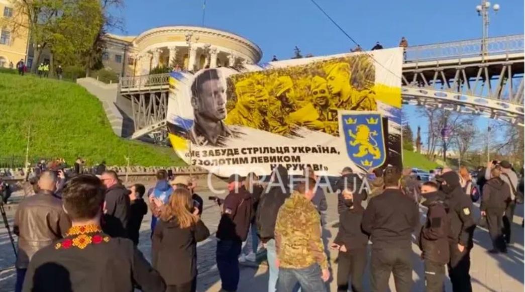 """Нарратив СС. Почему грантовые структуры недовольны статьями """"Страны"""" об украинских ультраправых?"""