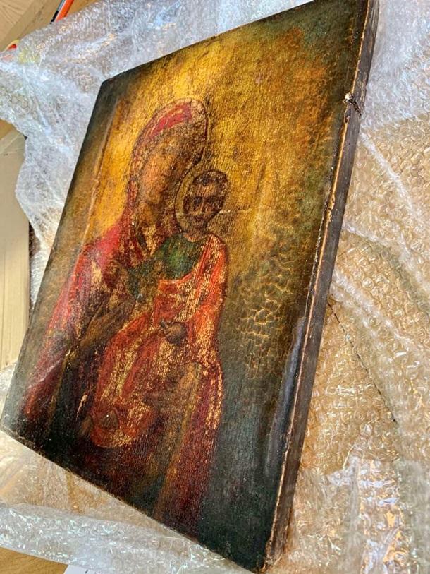 Из Украины пытались вывезти редкую икону под видом кухонной доски