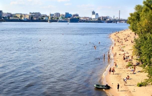 """В Киеве """"цветёт"""" вода. Запрещено купаться на всех пляжах"""