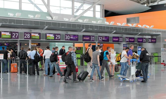 """ЕС внес Украину в """"белый"""" список стран, которым снимут ограничения на поездки в Европу"""