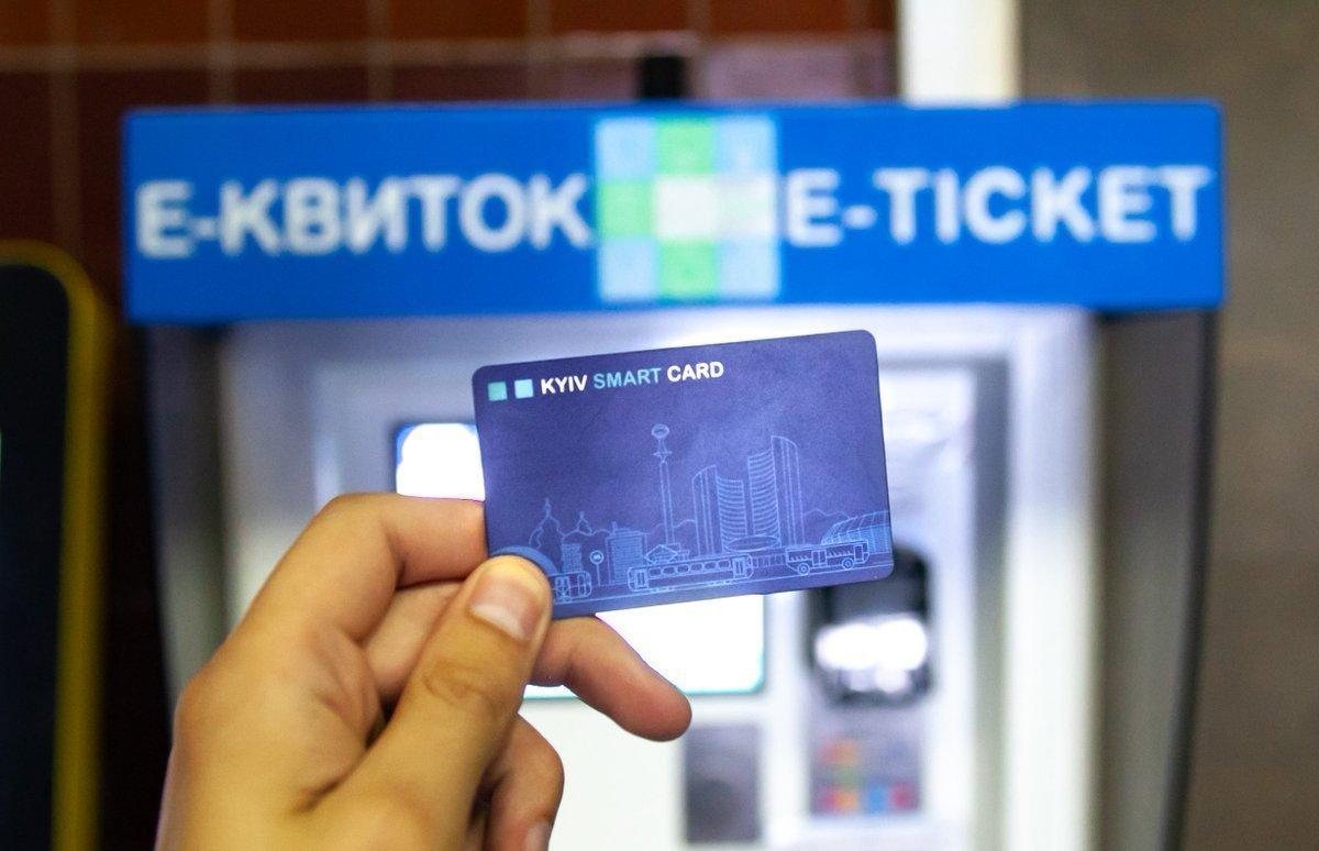 Сегодня общественный транспорт Киева полностью перешел на электронные билеты