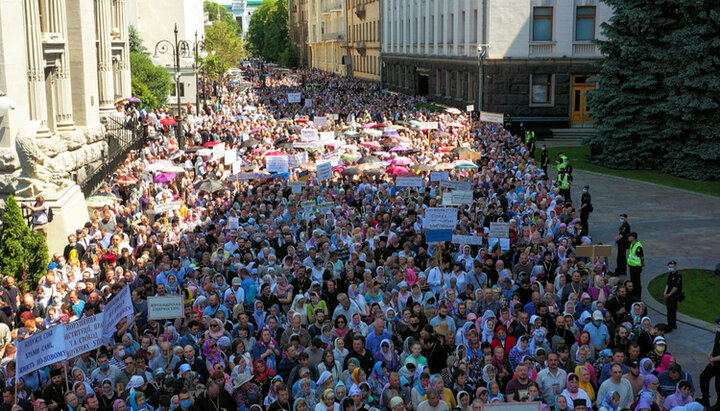 10 тыс. верующих УПЦ намерены прийти завтра к Раде и потребовать от Варфоломея покаяния из-за Томоса