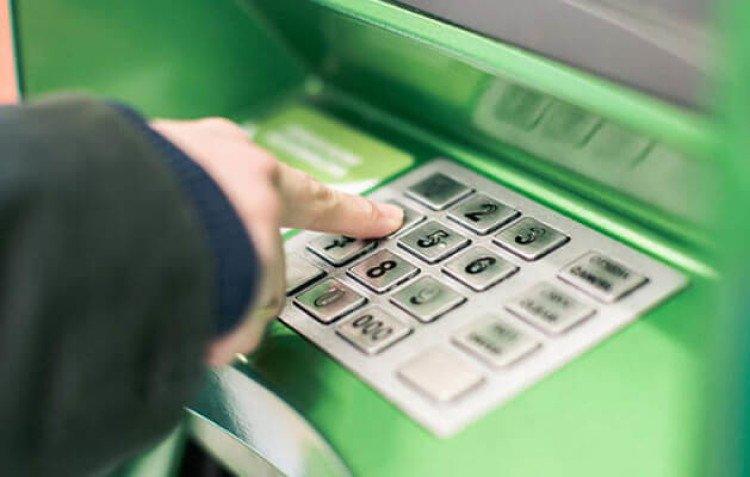 ПриватБанк временно приостановит работу всех банкоматов, терминалов и приложений